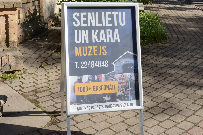 ielu plakātu stendi