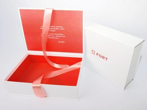 dāvanu kastītes ar lenti izgatavošana