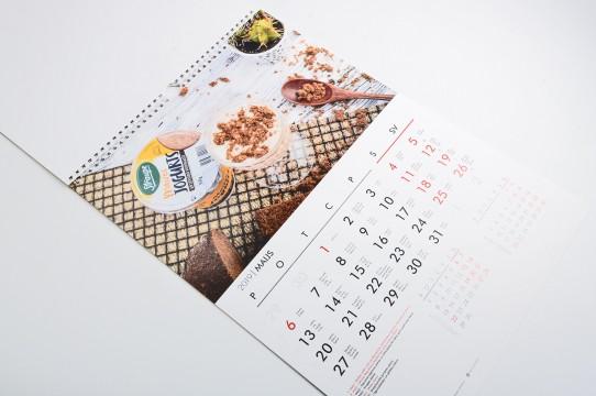 Kalendāru izgatavošana makets