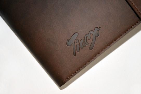 Логотип в кожаных чехлах