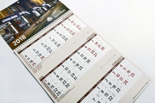 Распечатывается трехмесячный календарь