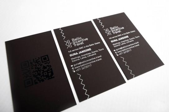 vizītkartes ar laku