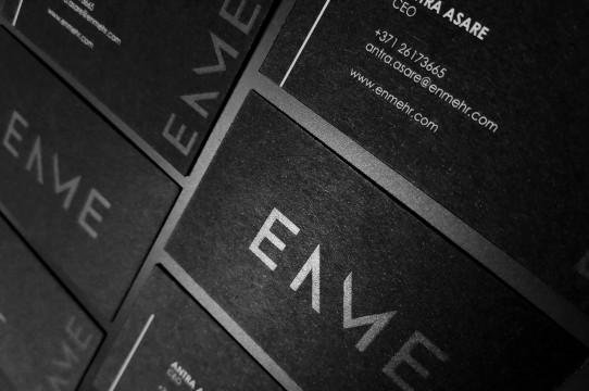 Melnas vizītkartes ar laku